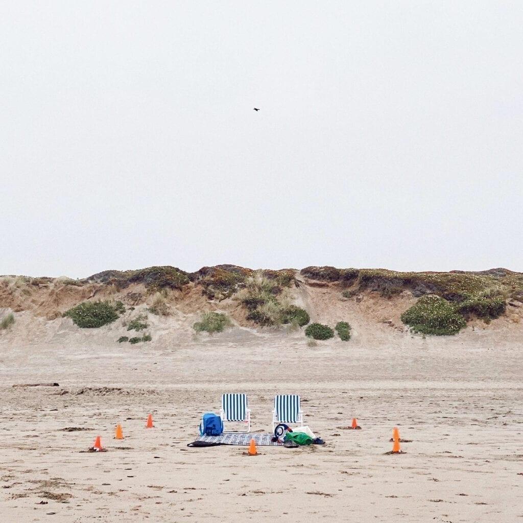 Socially distanced beach chairs on Ocean Beach during COVID-19 coronavirus lockdown in San Francisco, CA. Photo: Kyle Legg, 49 Miles & The Cosmopolitan Man.